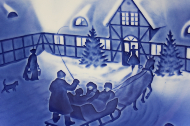 1969 B&G Bing & Grondahl Arrival of Christmas Guests Collectors Plate   Whispering City RVA