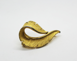Vintage Sarah Coventry Leaf Brooch at Whispering City RVA