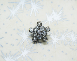 Vintage star-shaped rhinestone brooch at Whispering City RVA