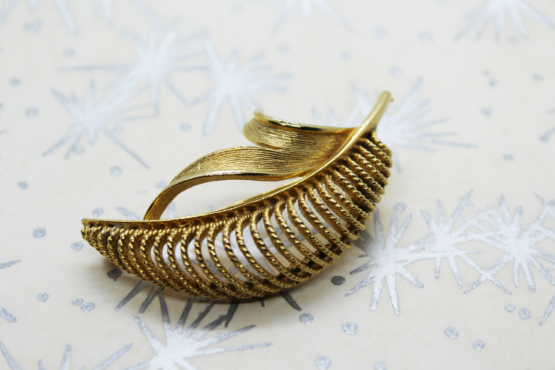 Vintage MCM Lisner Gold-Tone Leaf Brooch | Whispering City RVA